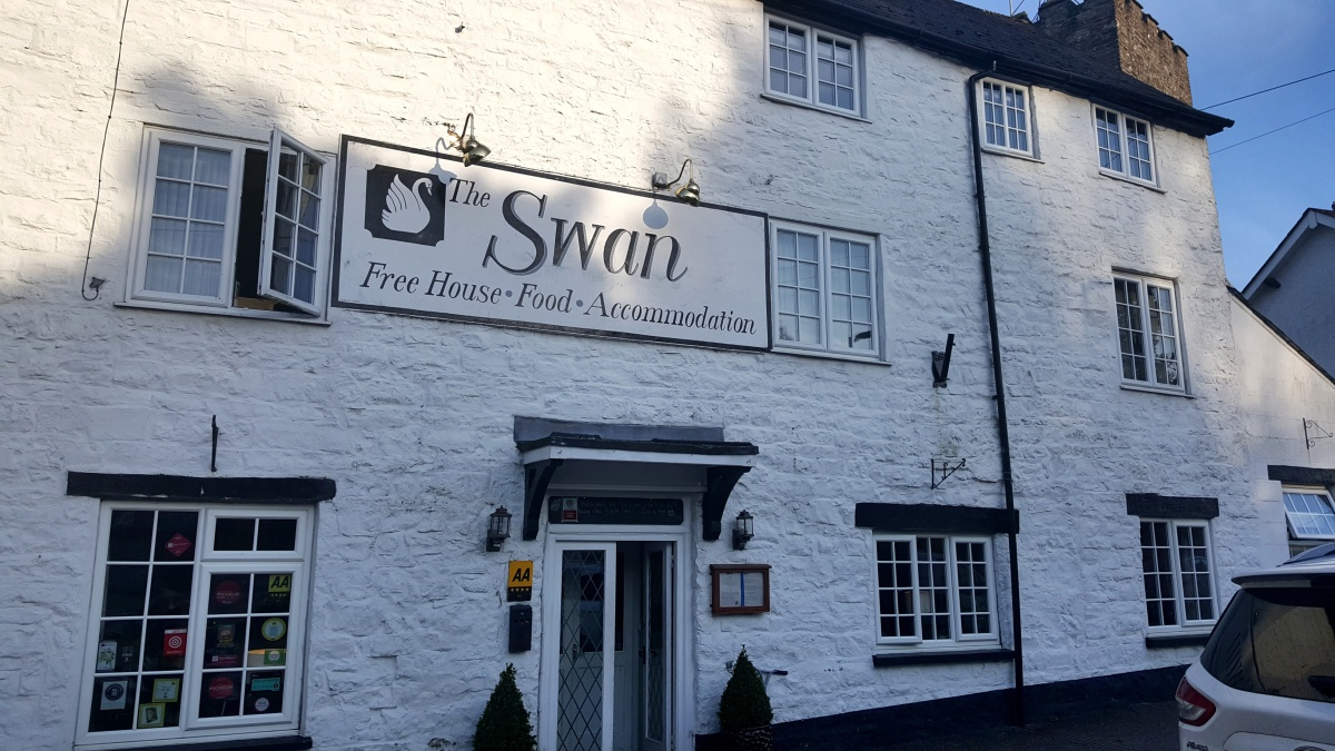 The Swan at Bampton – by Lauren Heath
